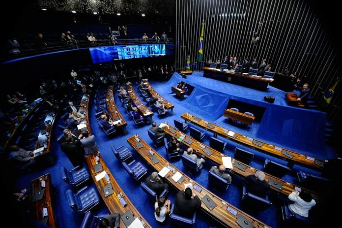 Senado reverte afastamento de Aécio Neves
